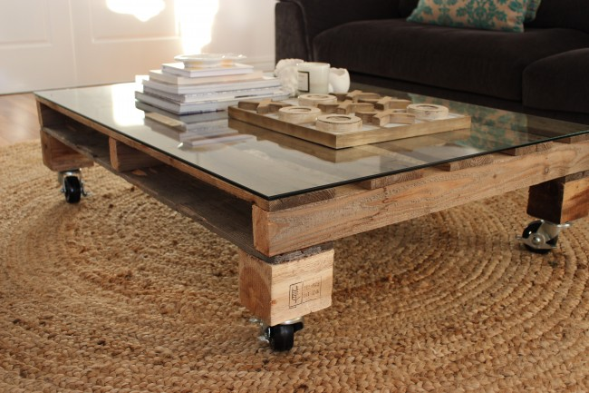 diy pallet coffee table. Black Bedroom Furniture Sets. Home Design Ideas