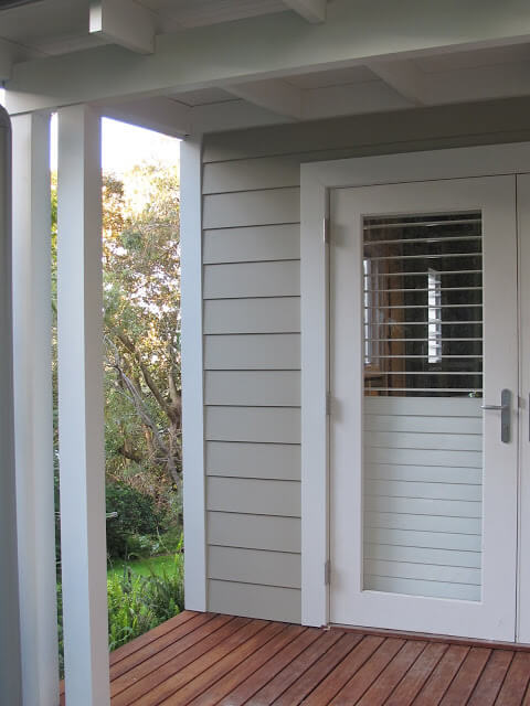 If you\u0027re after a creamier/browner tone then this home above is painted in Dulux Oyster Linen for the weatherboards and Aspen Snow for the trims. & 10 weatherboard house colours