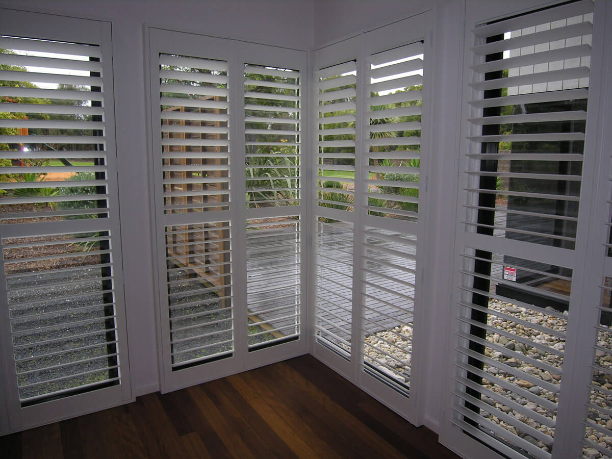 2015k-plantation-shutters-corner-window