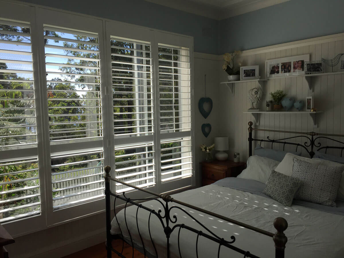 Interior style with plantation shutters for Plantation style bed