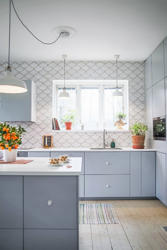 gorgeous-and-eye-catching-fish-scale-tiles-decor-ideas-7-554x831 Paint Your Tiles Kitchen Backsplash Ideas on paint ideas kitchen cabinets, paint faux tile backsplash, paint or tile kitchen backsplash,