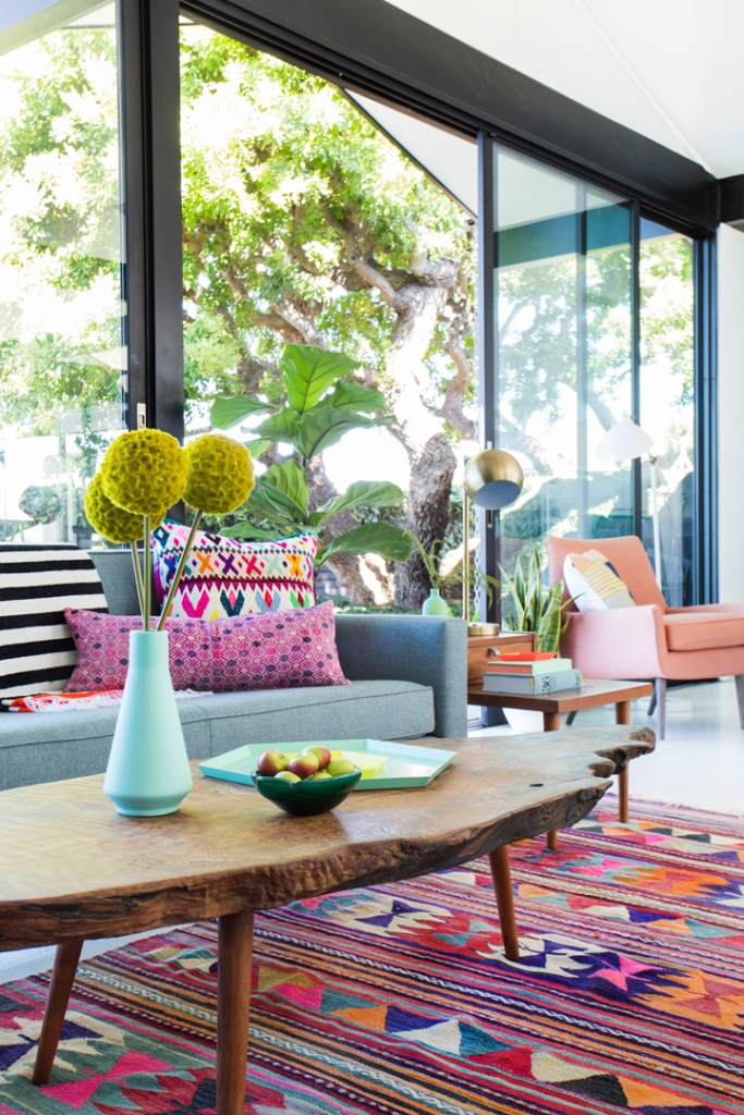 when the cold starts to set in during winter i love to look at bright cheery and colourful living rooms it makes me feel less dreary and dull - Colourful Living Room