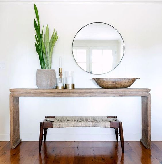 Katrina Foyer Table : Decorating mistakes to avoid